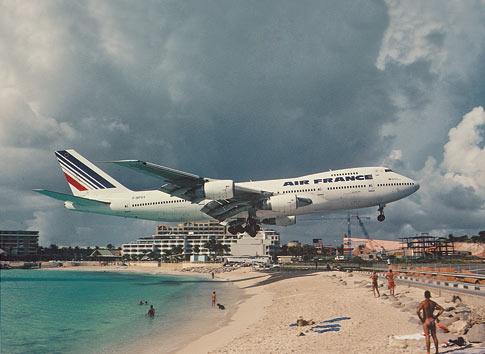 Avión en la playa